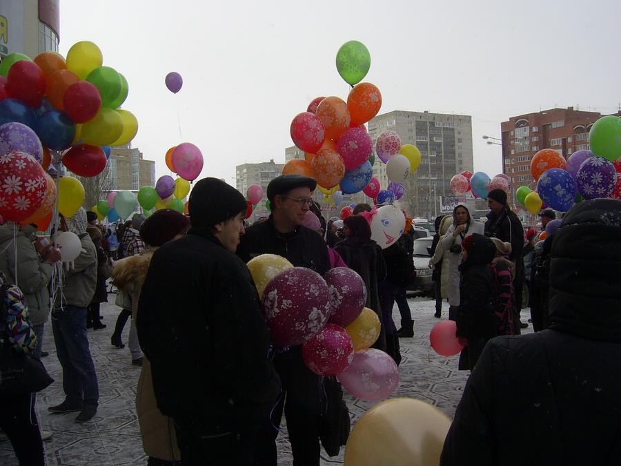 В Перми состоялся «Марш воздушных шариков» к детскому онкоцентру - фото 1