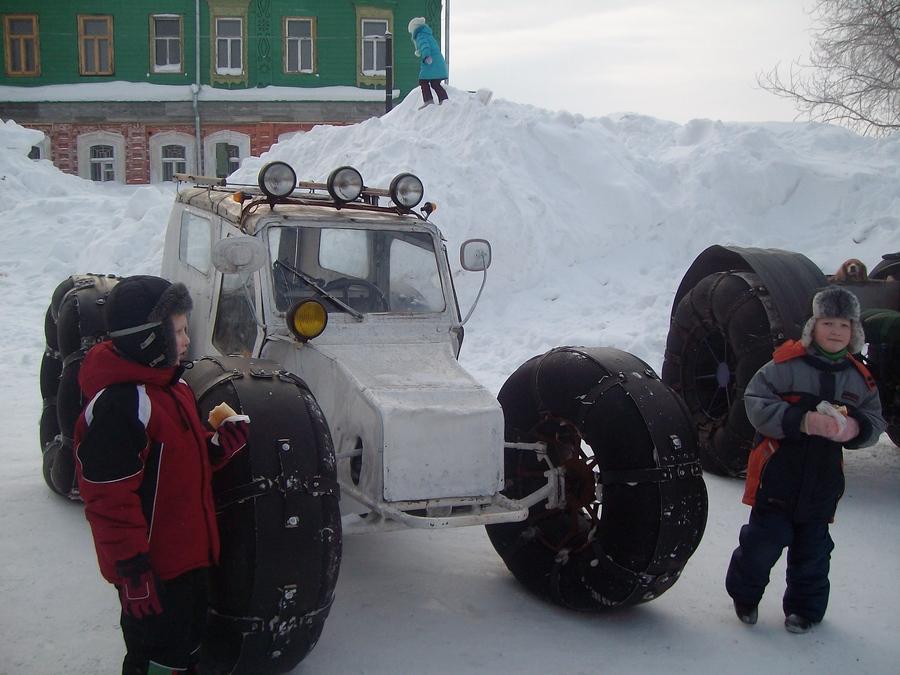 Соликамцы увидели снежных мотомонстров - фото 1