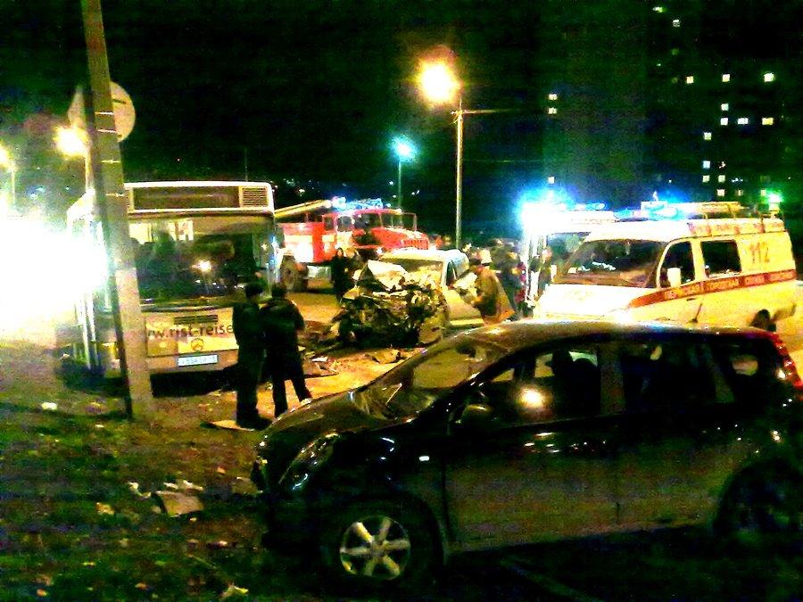 В пермском микрорайоне Садовый вчера вечером буйствовал Фольксваген Туарег - фото 1