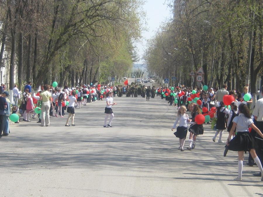 В Перми на Гайве школьники образовали «живой коридор»