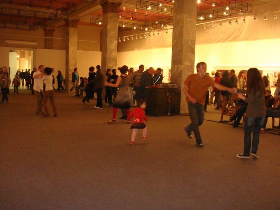 Пермские музеи вдохновляют пермяков на танцы