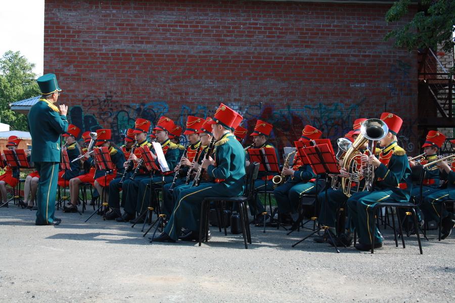 Вчера Краснокамск плясал под духовой оркестр