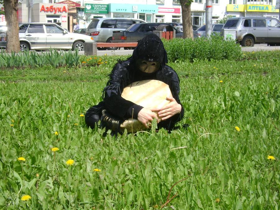 Шаман, чудь и гопники перед гостиницей «Урал» в Перми