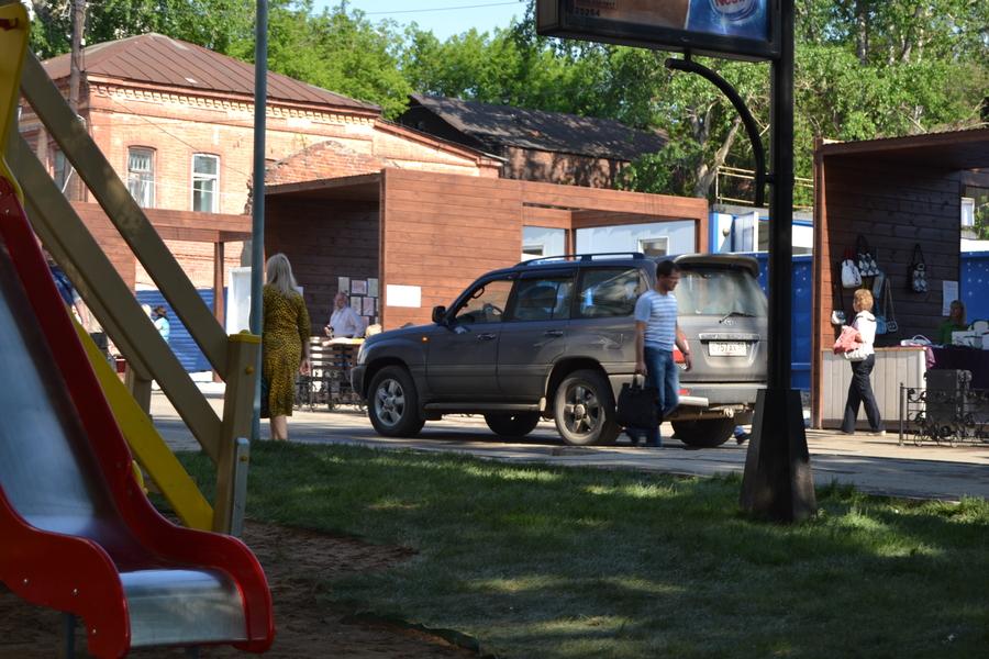 Пешеходная улица в Перми уже успела превратиться в автомобильную - фото 1