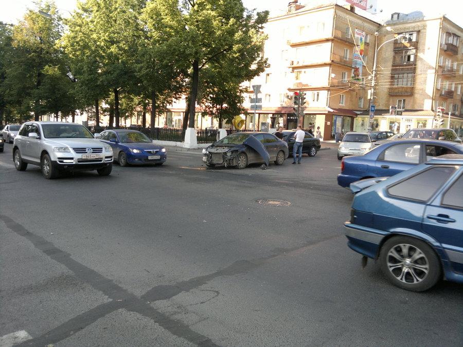 В центре Перми столкнулись мотоцикл и Хонда