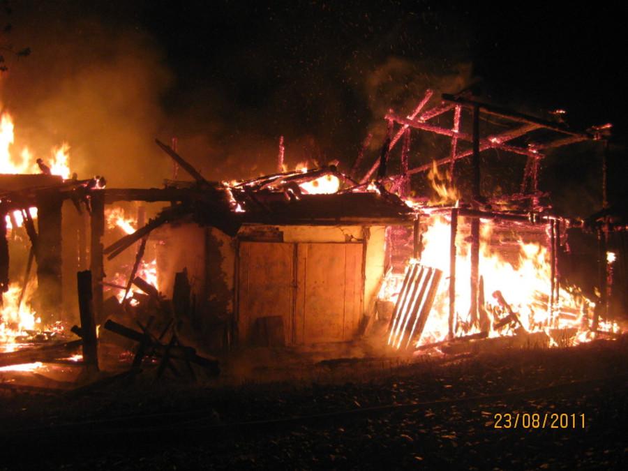 Два человека погибли на пожаре в Краснокамске - фото 2