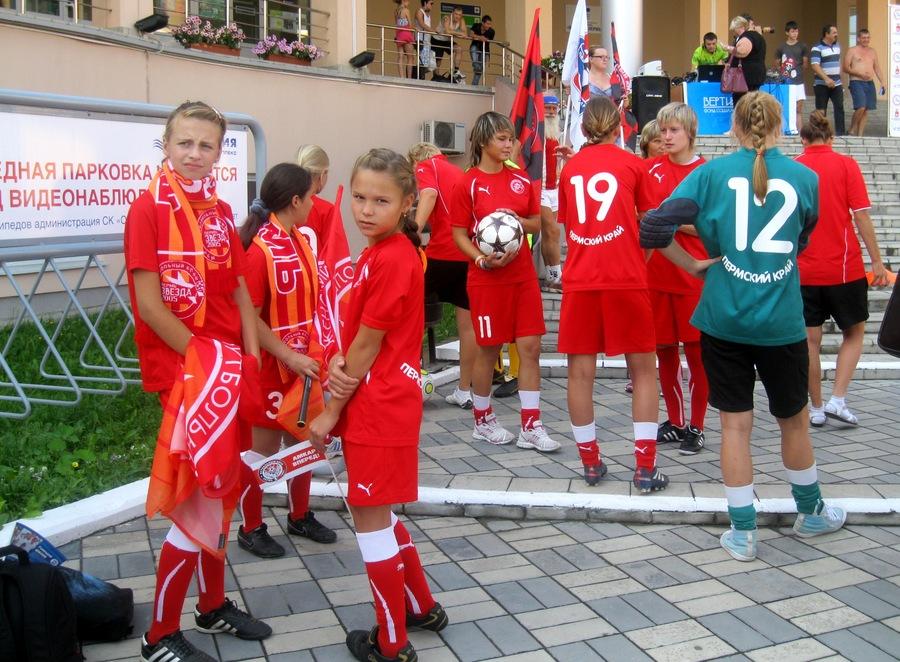 В Индустриальный район Перми на День физкультурника приехали звезды «Амкара» - фото 2