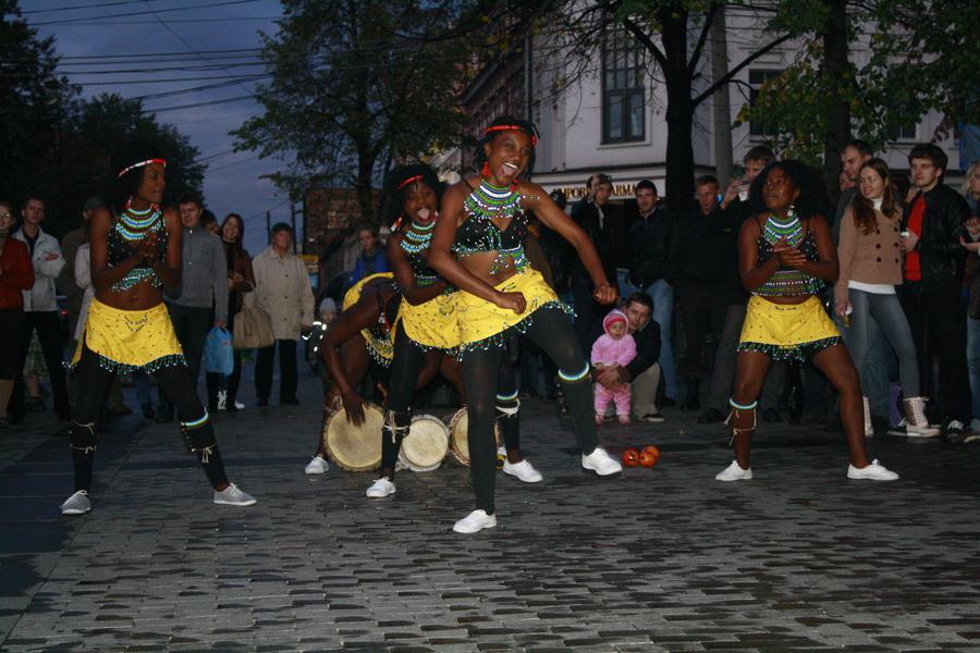 На улицах Перми вчера отплясывали гости из далёкой Африки