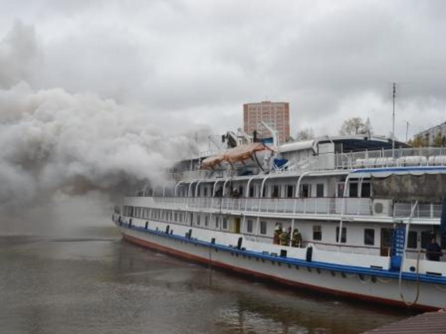 Пожар на теплоходе «Фредерик Жолио-Кюри» тушили 156 пожарных