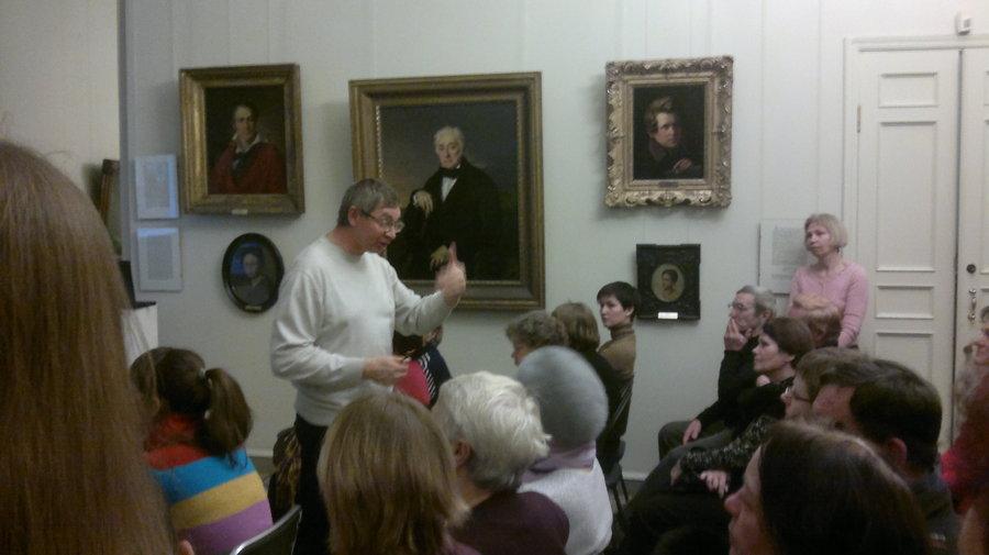 В Пермской галерее горожане узнали, что было надо мужчине с мечом и голой грудью - фото 1