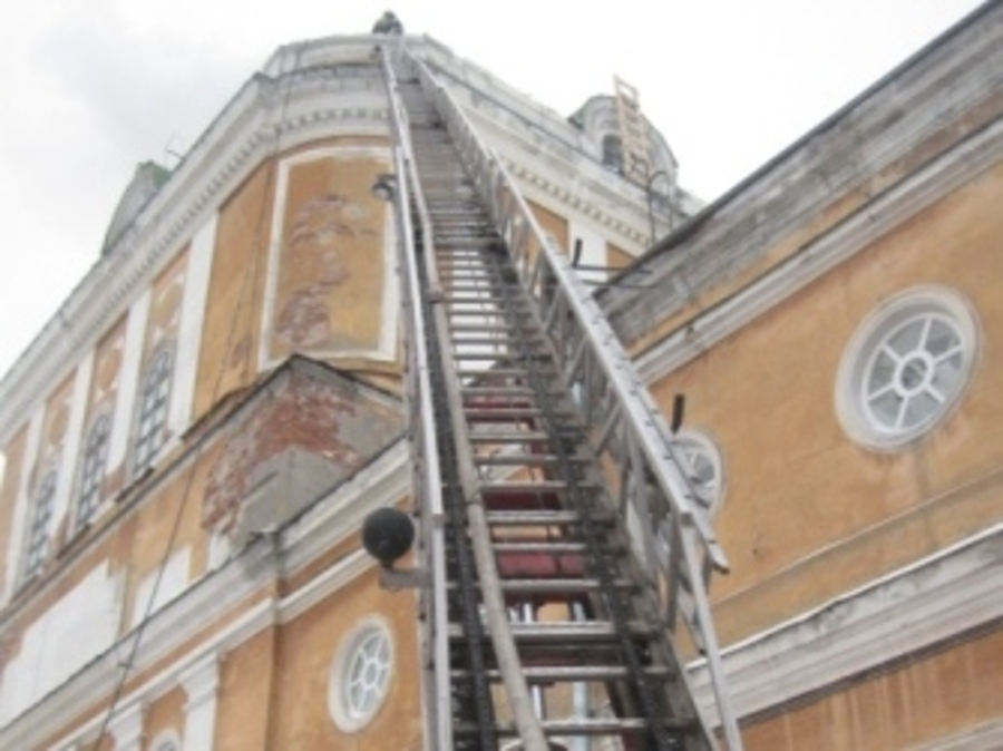 Пожарные  всю ночь разбирали купол Пермской художественной галереи