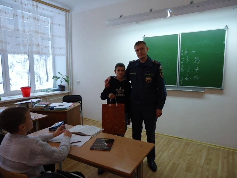 Шестиклассник из Соликамска спас жителей горящего дома