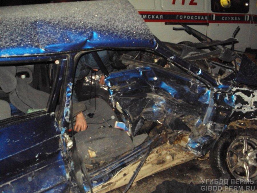 На трассе Пермь — Березники в столкновении легковушек погиб пассажир