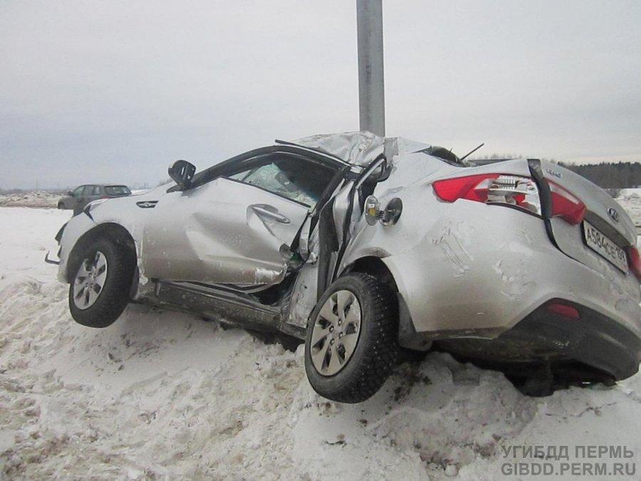 В автоаварии в Мотовилихинском районе Перми тяжело ранены 4 человека - фото 1