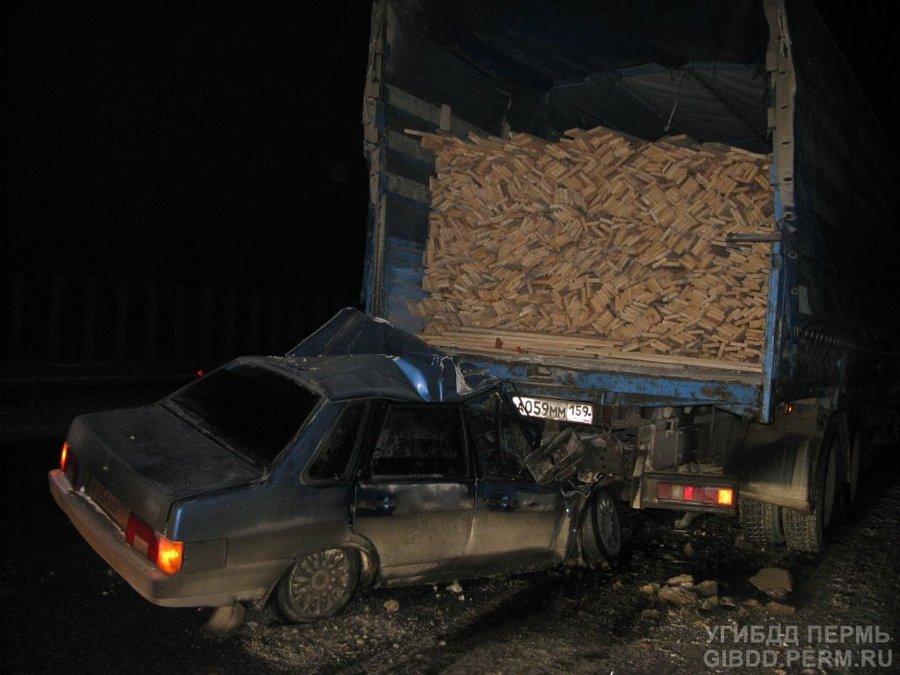 В Краснокамском районе погиб водитель ВАЗа в столкновении с КАМАЗом