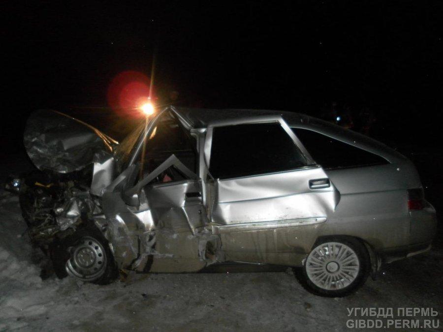 На автодороге Кунгур — Соликамск погиб водитель «шестерки», трое ранены - фото 1