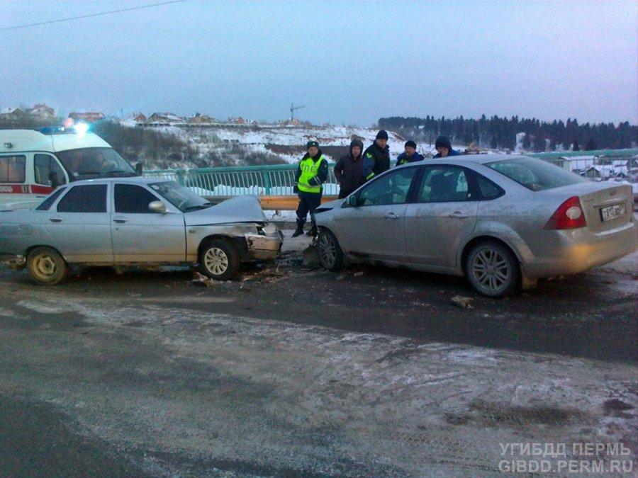 В Мотовилихинском районе Перми — столкновение двух легковушек