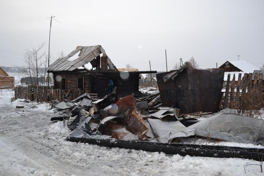 Трое детей погибли на пожаре в Нытве