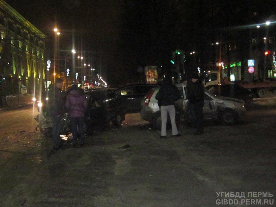 В ДТП в центре Перми пострадали семь человек