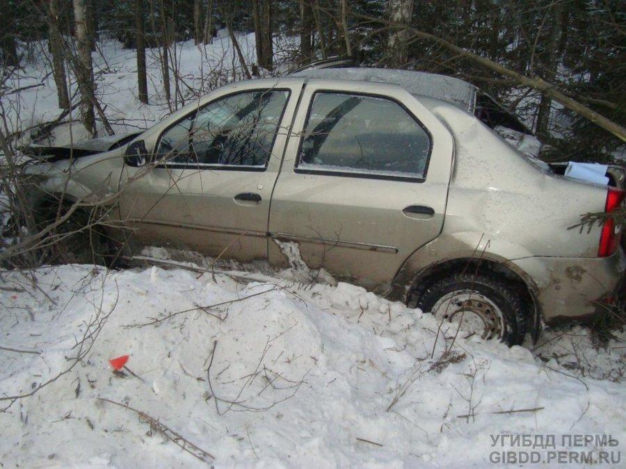 На федеральной трассе в Пермском крае перевернулся Рено SR - фото 1