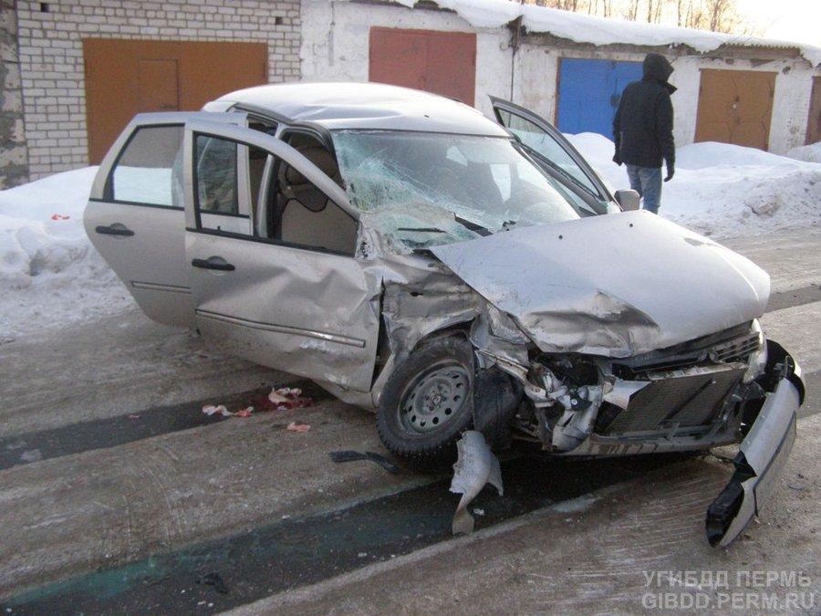 В Краснокамске не справилась с управлением женщина-водитель - фото 1