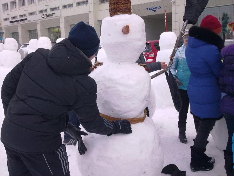 В Перми нарядили армию снеговиков - фото 11