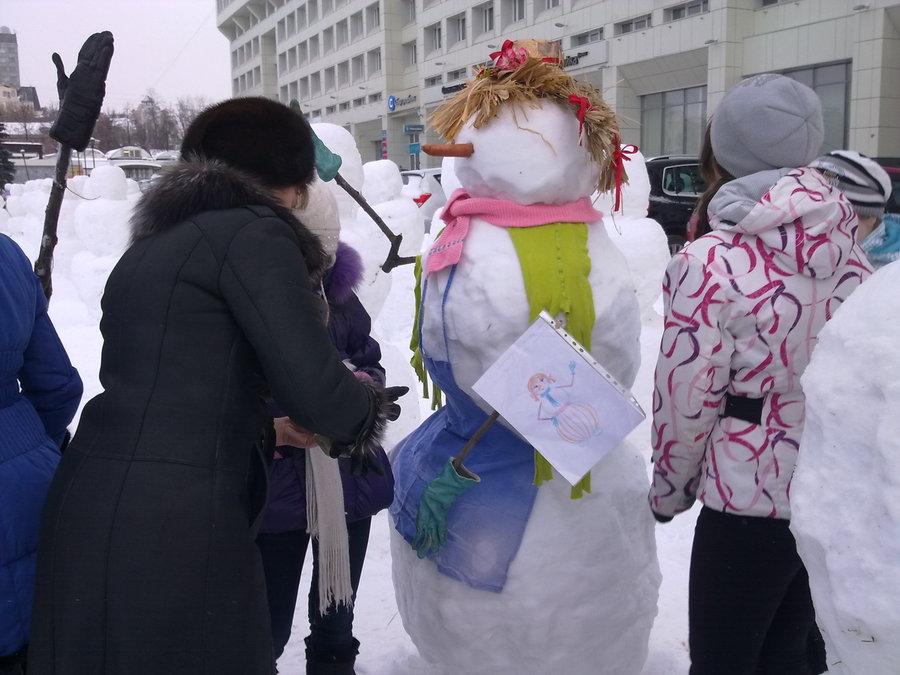 В Перми нарядили армию снеговиков - фото 12