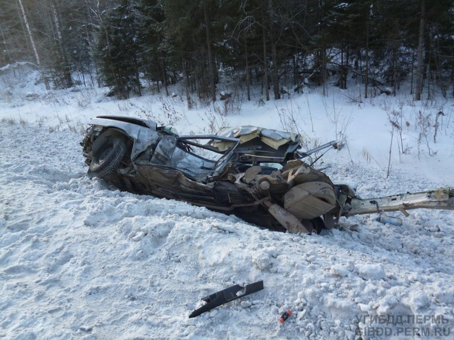 В Пермском крае водитель Ситроена подбил два грузовика и погиб