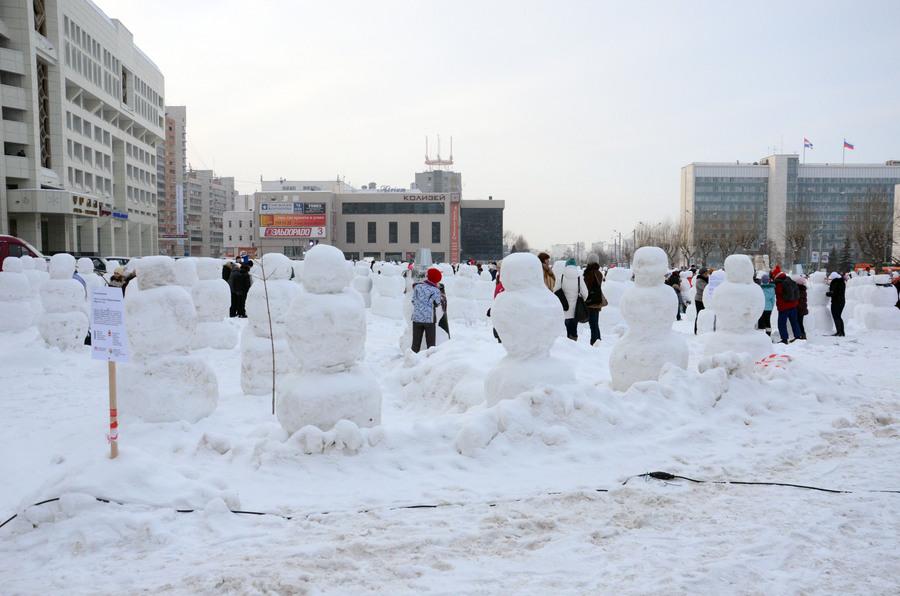 В Перми сегодня одевают снеговиков