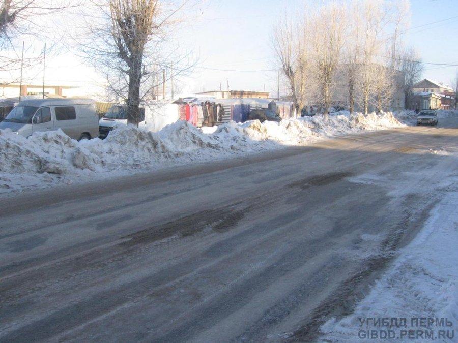 В Александровском районе под колесами погиб старик