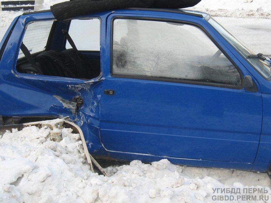 В Чайковском районе Ока врезалась в ограждение - фото 1