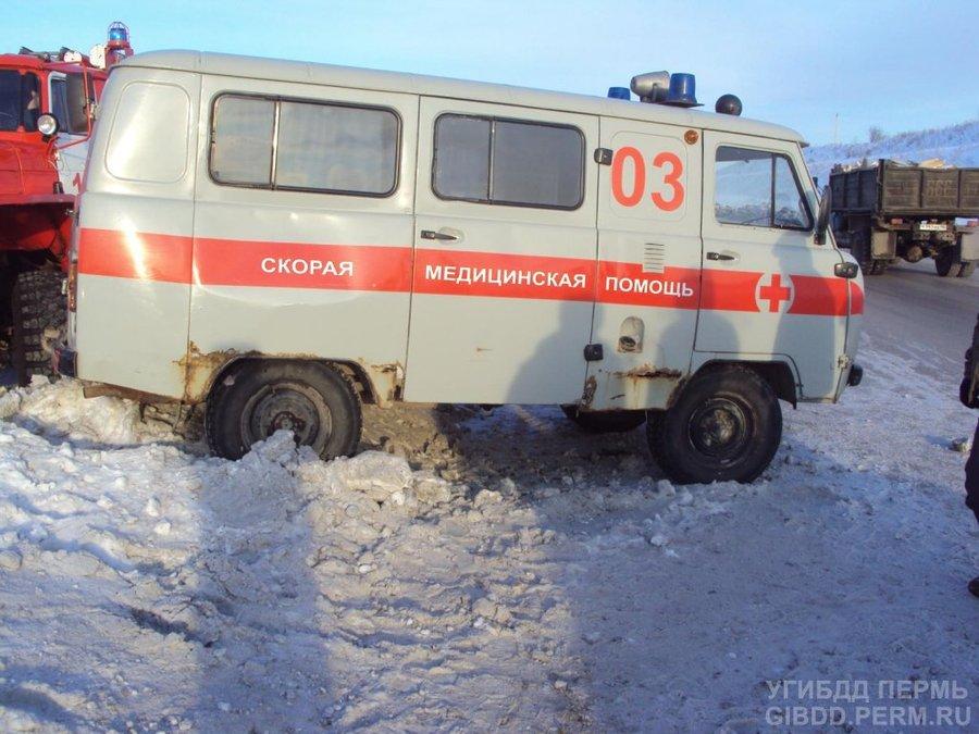 В Добрянском районе скорая помощь сорвалась в занос