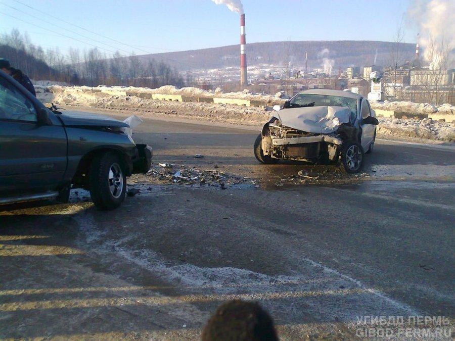 В Губахинском районе две девушки пострадали в лобовом столкновении