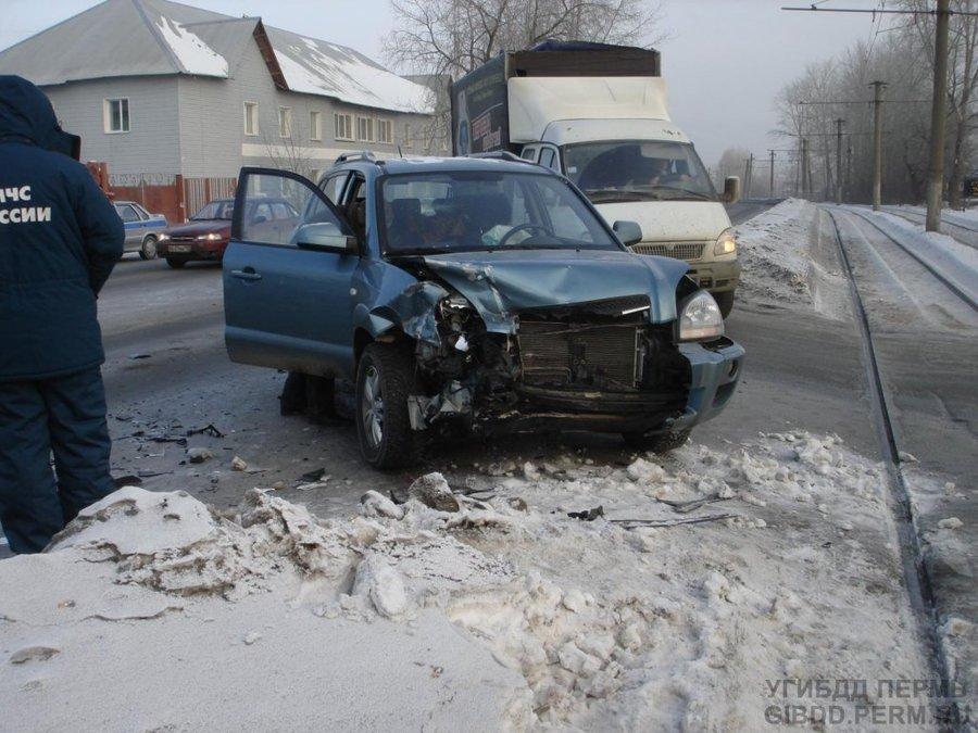 В Перми травмирована водительница Ниссана