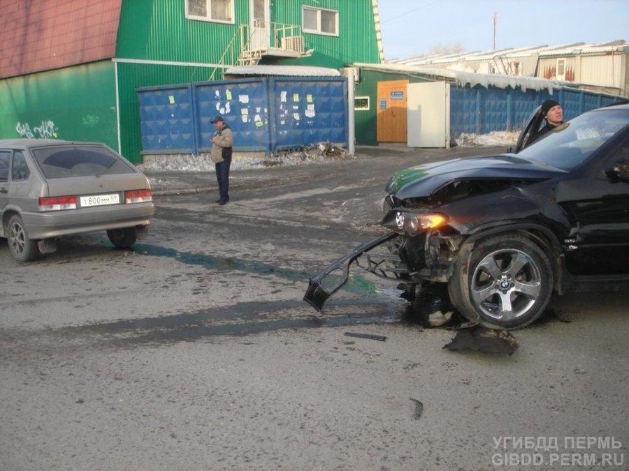 В Индустриальном районе Перми столкнулись 4 автомобиля - фото 1