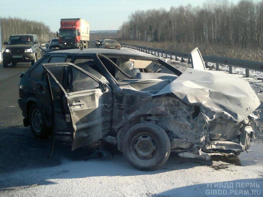 В Краснокамском районе ВАЗ 211440 столкнулась с тремя автомобилями