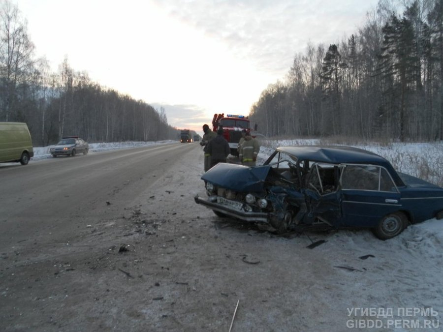 На трассе Пермь - Екатеринбург в ДТП погиб водитель, трое ранены