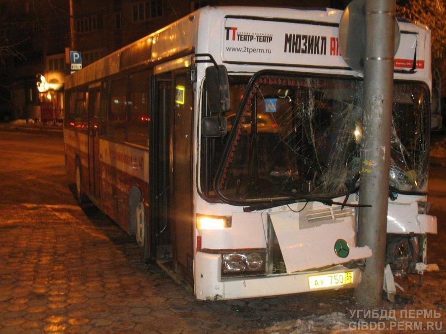 В Перми Субару врезался в маршрутный автобус