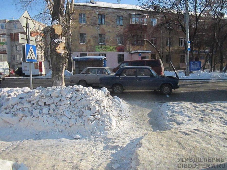 В Перми молодой человек на «семерке» сбил девушку