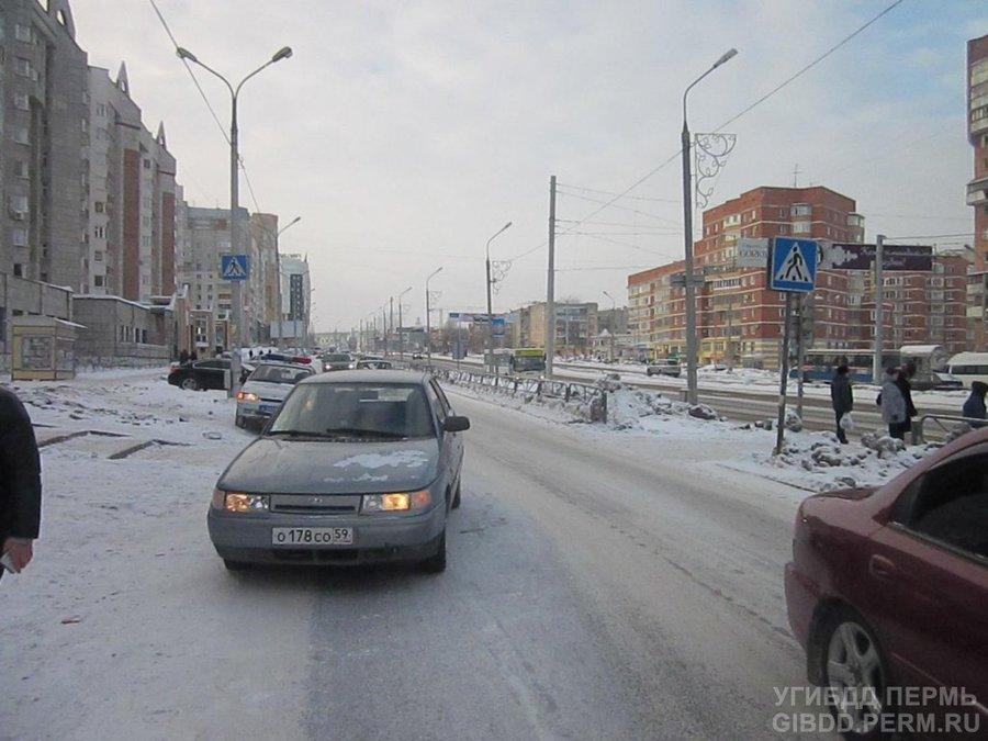В Перми на переходе автомобиль сбил старушку