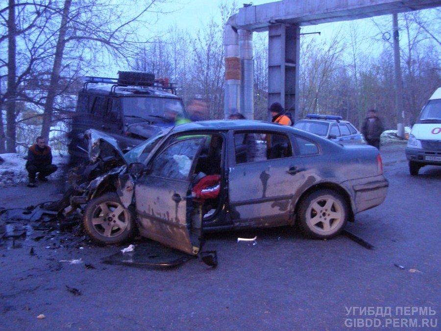 В Чусовом в столкновении трех автомобилей погибла женщина-водитель - фото 1