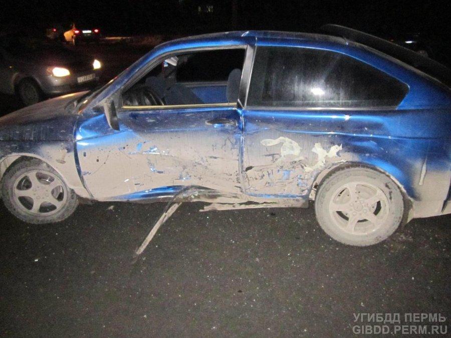 В Дзержинском районе Перми серьезные травмы получили водители двух ВАЗов - фото 1