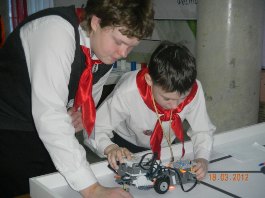 В Перми сегодня соревновались роботы - фото 1
