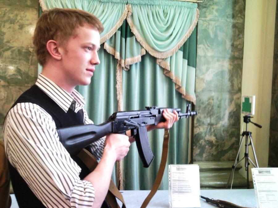 В Пермском Дворце пермяки любовались оружием