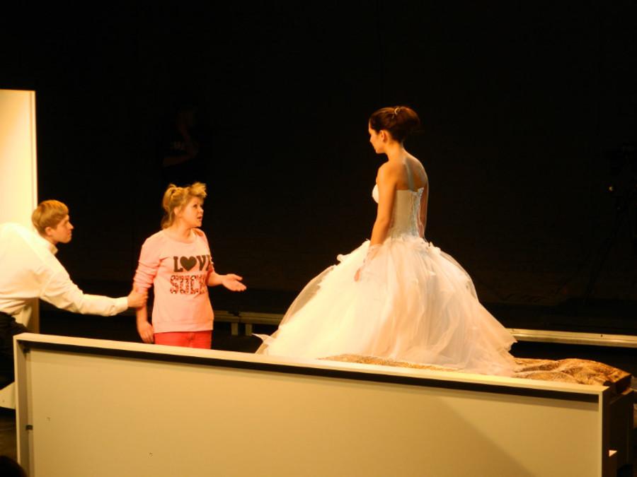 В театре «Сцена-Молот» сыграли «Свадьбу» и разыграли зрителей - фото 4