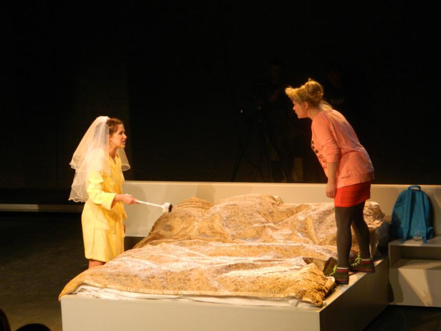 В театре «Сцена-Молот» сыграли «Свадьбу» и разыграли зрителей - фото 6