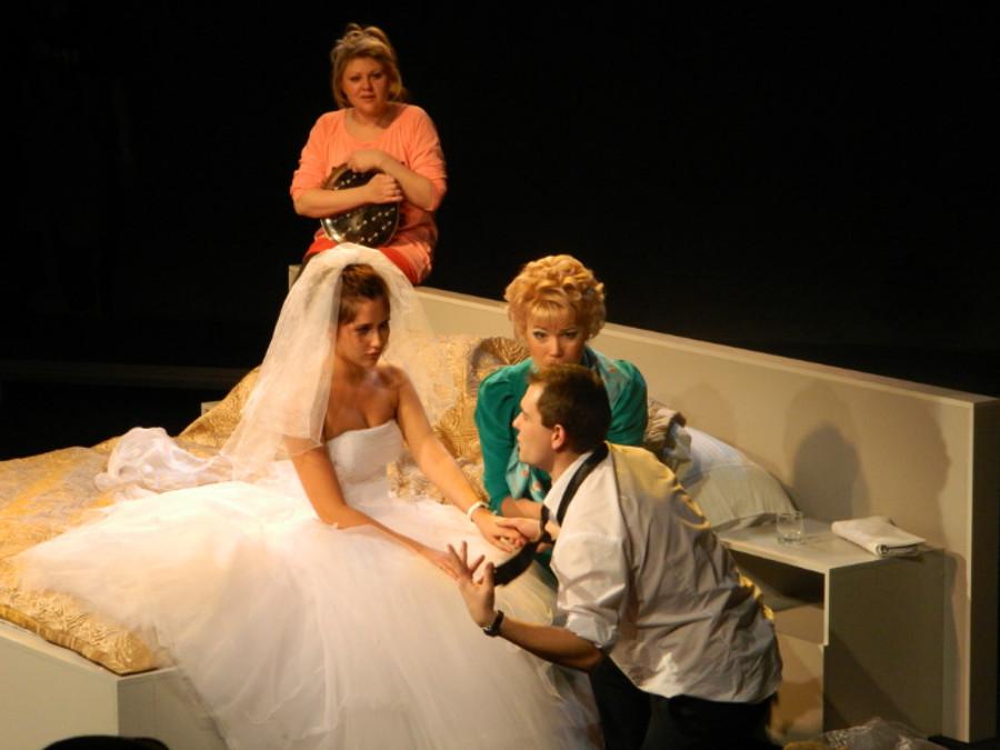 В театре «Сцена-Молот» сыграли «Свадьбу» и разыграли зрителей - фото 7