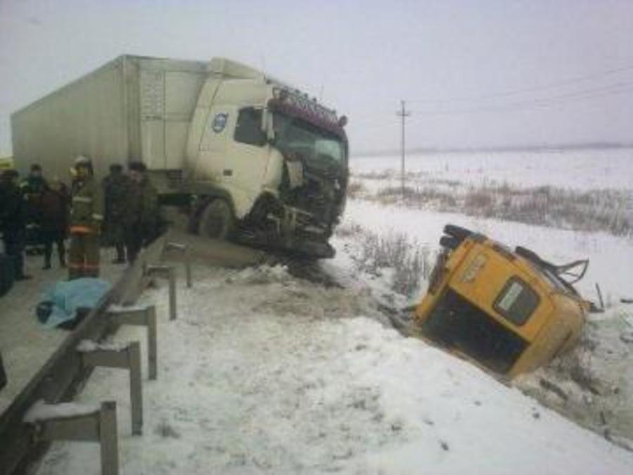 На трассе Пермь — Екатеринбург погибла женщина, 11 человек пострадали