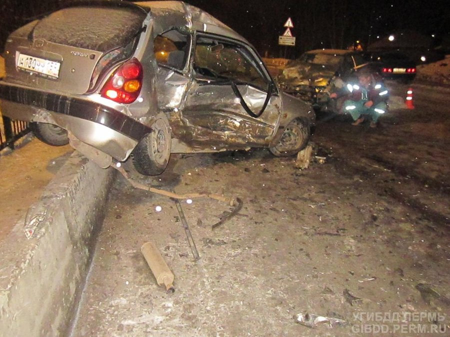 В Перми в столкновении трех автомобилей пострадали 5 человек