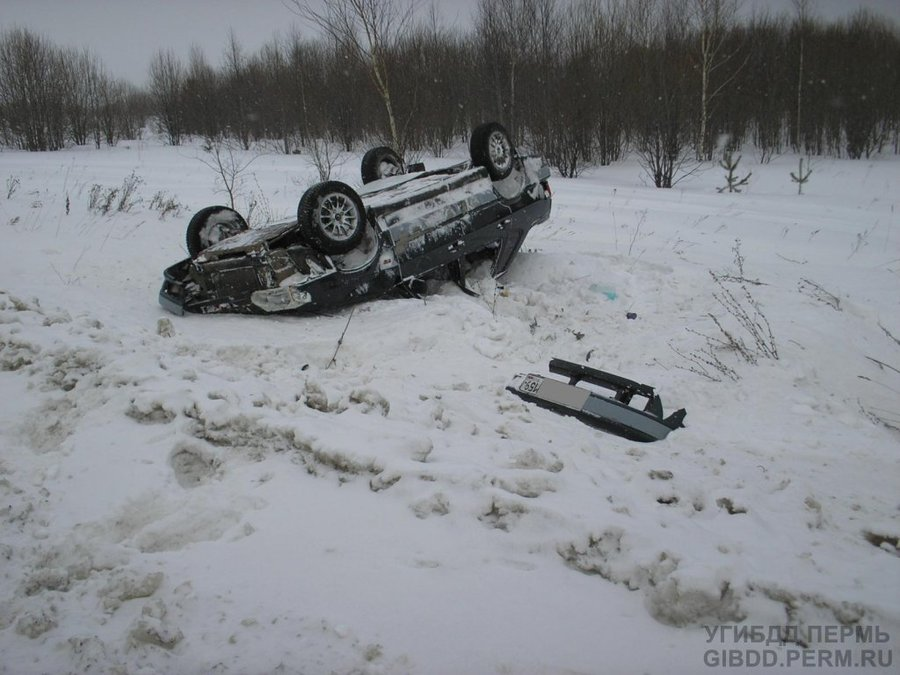 В Пермском крае водитель перевернул машину - фото 1